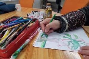 色鉛筆作家作業中